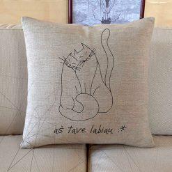 Dekoratyvinė lino pagalvėlė Aš tave labiau