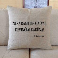 Dekoratyvinė pagalvėlė Nėra ramybės galvai, dėvinčiai karūną!